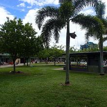 プールの周りのBBQ広場