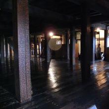 四百余年前の柱がそのまま保存されています