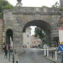 王宮のある城壁の北にある門です。