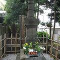 写真:服部半蔵の墓