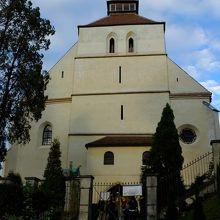 シギショアラ歴史地区の南端にある山上教会。屋根付き階段で行ってみましょう。