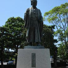 千波湖前公園に建つ巨大な黄門像