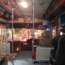 79番のバスでラーチャダムヌーンクラン通りからラチャテウィー駅に向かう