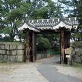 写真:名古屋城 旧二之丸東二之門