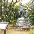 写真:山内一豊の妻の銅像