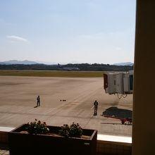レンタカーが空港前駐車場に用意されていて便利
