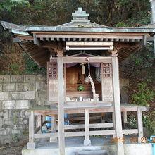 愛媛県川之江市  国道11号線にある「純信堂」