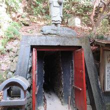 マントラ洞窟入口