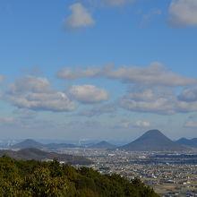 本殿からの絶景。讃岐富士が見えます