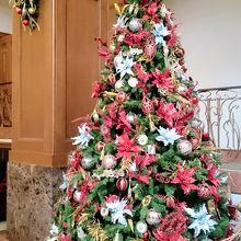 館内には素敵なクリスマスツリーが
