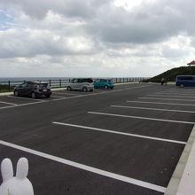 駐車場はあります。