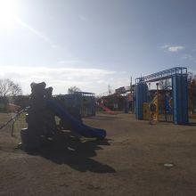 新しく児童用の遊び場できてました