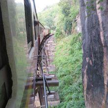 旧泰緬鉄道の木製の橋