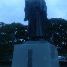 千波湖の水戸黄門像