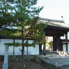 山門、観音堂は重要文化財