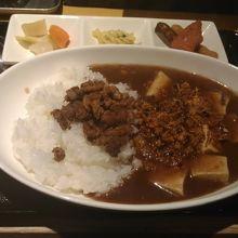 ランチはスパイス効いた鶏麻婆豆腐