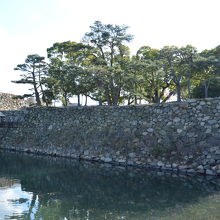 お濠と石垣