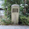 写真:市内最初の並木の碑