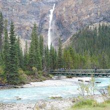 真近で見れる滝