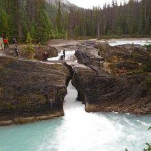 浸食によってできた橋