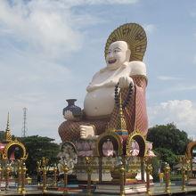2つの大きい仏像!中国色が入っています。