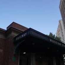 ホテル近くの駅でした