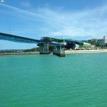 綺麗な海の上に架かる橋
