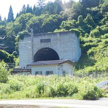 疾走する北海道新幹線を撮影できるスポットです