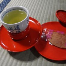 お茶とせんべい