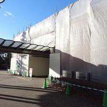 記念館 外壁の改修中