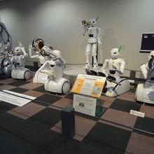 ロボットの楽団がお出迎え