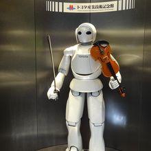 バイオリンを弾くロボット