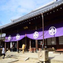 飯盛山への登山口にあるお寺