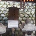 写真:伏見稲荷大社 おもかる石