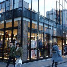 洗練されたファッション店