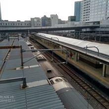 電車の到着出発を上から眺められます
