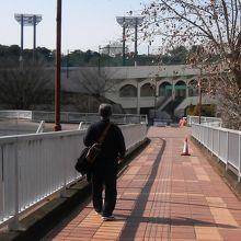 公園と第二公園の連絡歩道橋