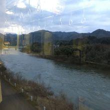 雄大な流れの川です。