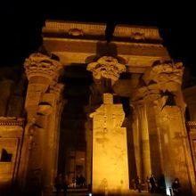 夜のコム オンボ神殿