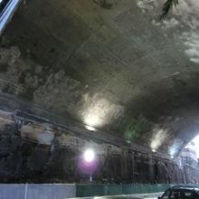 手作業で掘ったトンネル