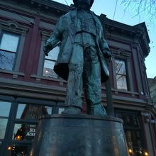 ギャスタウンにある銅像。