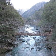 祖谷川に架かる「祖谷のかずら橋」の全景