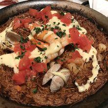 今回はスペイン料理を選択。パスタのパエリア美味でした。