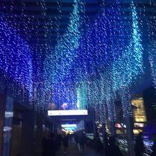 博多駅前が華やぎます。