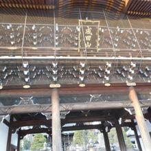 成田山新勝寺に参拝する門