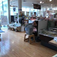 広い店内に福井の特産品がいっぱい