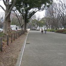 若宮大通りと伏見通りに挟まれた広い都市公園