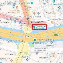 日本橋の記念碑が、日本橋の北側の東岸に設置されています。