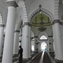 モスクの説明が受けられる