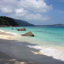 ブザール島のメインビーチは必須!